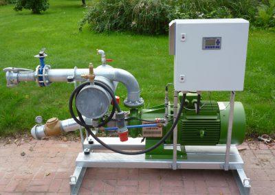 Beispiel einer Rovatti-Pumpe mit Anschlüssen - Cordes Beregnung