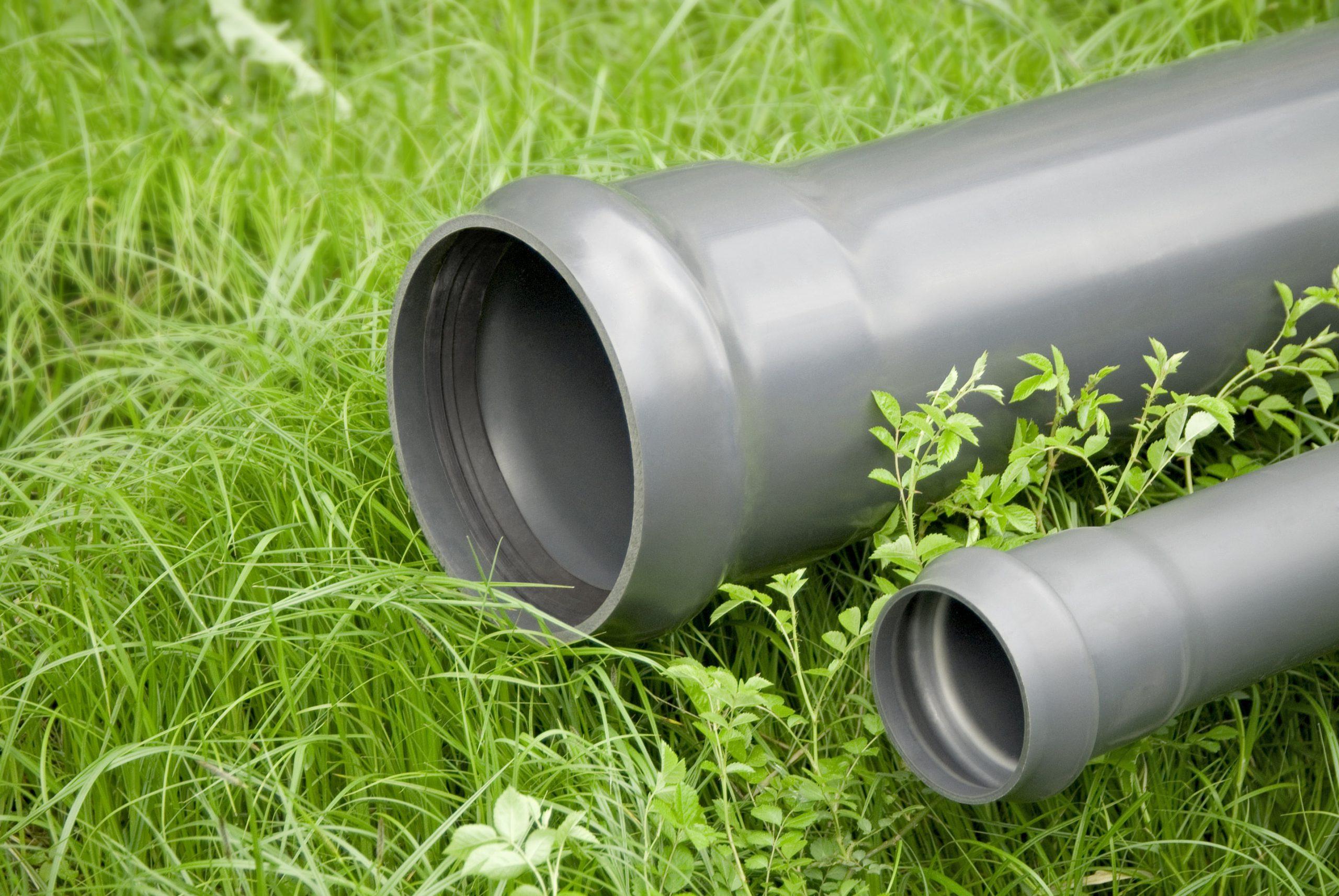 Erdleitungen im Gras