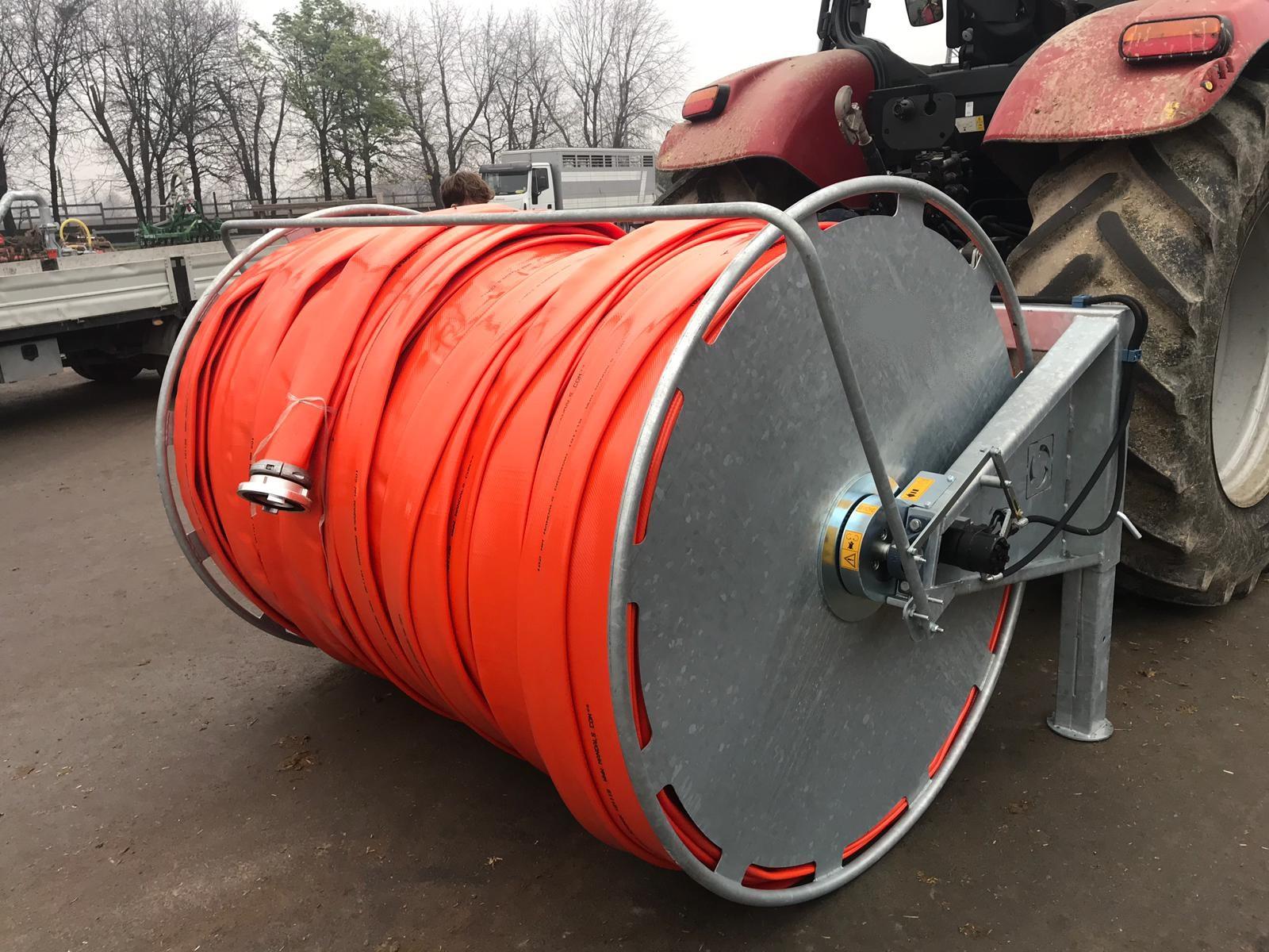 Schlauchhaspel für Flachschläuche hinter Traktor